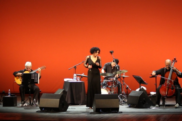 Jaques e Paula Morelenbaum Feat. Cello Samba trio